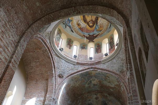 Абхазия. г.Пицунда православный храм: фрекски внутри храма  Ухта