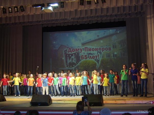 участники концерта, посвящённого 65-летию Центра творчества им.Г. Карчевского. Мероприятия Ухта