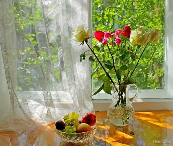 Вспоминая лето. Июль за окном. Натюрморт с розами и фруктами  Ухта