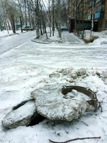 """вот так на крымской наш """"Спецавтодор"""" почистил и вывез снег... Улицы города Ухта"""