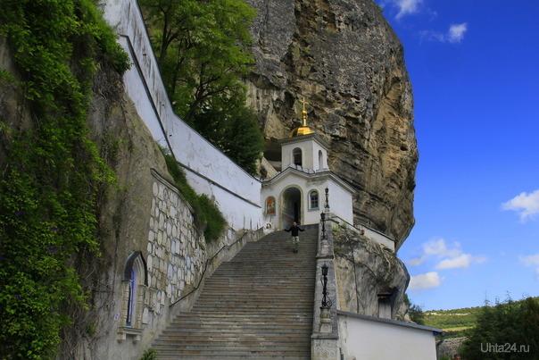Монастырь в горах  Ухта