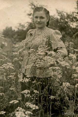 Украина.Думаю по возрасту где то 50-е годы. Моя родная тетя. Из глубин истории Ухта
