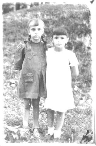 1944 год.Моя мама,повыше.Заканчивается эвакуация,скоро вернётся дедушка с фронта и вернутся домой. Из глубин истории Ухта