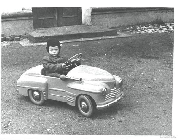 Старший брат на крутой тачке. 1958 год.  Ухта