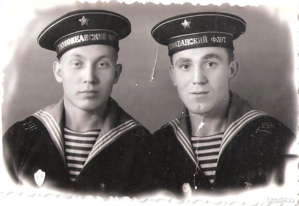 Служба на Дальнем Востоке.На фото мой дядя с другом.1963 год.   Ухта