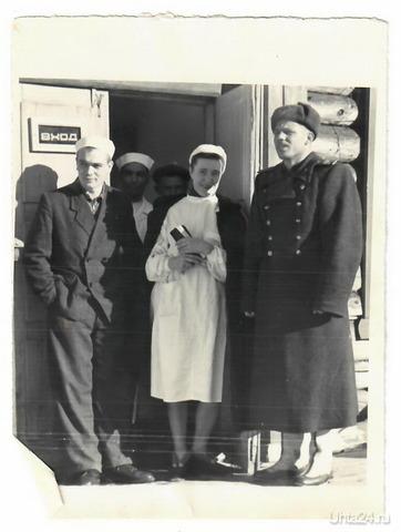 Моя бабушка Сахарова Варвара Александровна, 1916 года рождения. С мужем военным приехала из Тверской области в Синдор. Работала врачом.   Ухта