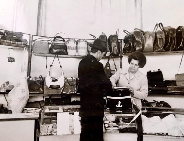 Мама на работе. Магазин Березка, п Водный , 70— е годы Из глубин истории Ухта