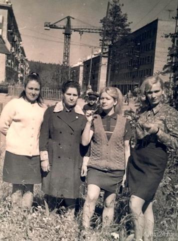 Продавцы магазина Березка. Поселок Водный, 70— е годы Мама вторая слева Из глубин истории Ухта