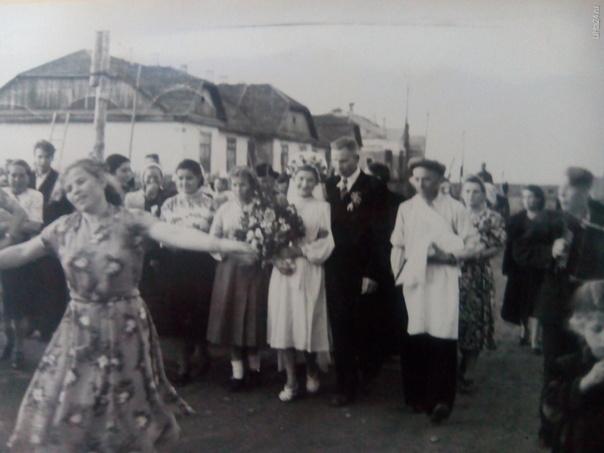 Свадьба моей бабушки. Гуляет весь Ветлосян. Раньше свадьбу праздновали всей деревней. 1956 год.  Из глубин истории Ухта