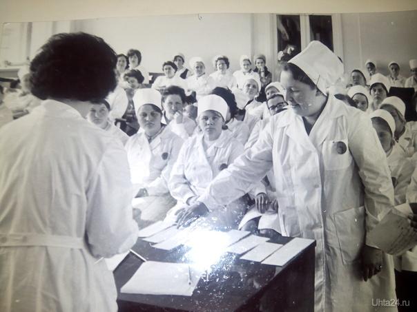 Обучение медиков во второй поликлинике. На первом плане врач-гематолог Лилия Алексеевна Шарапова. 1980-ые годы. Из глубин истории Ухта