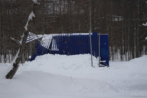 Сцена в парке не выдержала такого количества снега Разное Ухта