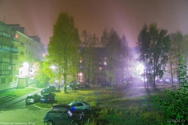 Покрывало ночного тумана Улицы города Ухта