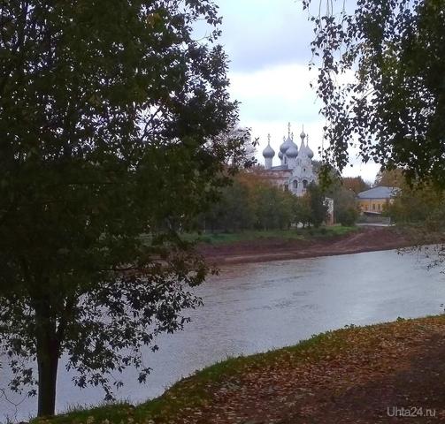 Вид на Церковь Иоанна Златоуста с противоположного берега реки Вологда.   Ухта