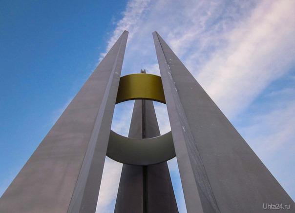 """проходя сегодня мимо Вечного огня обратил на """"изменения"""" после проведённого ремонта мемориала. Как так?  Ухта"""