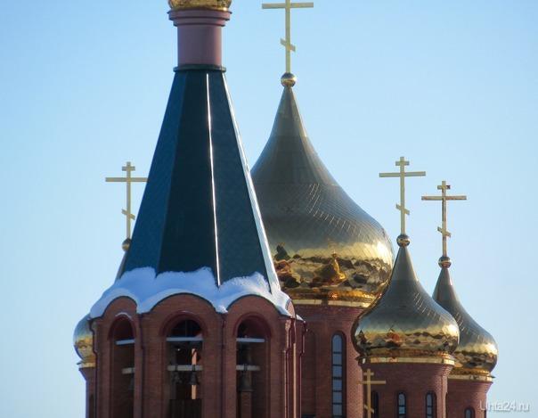 Отражение мира на золотых куполах храма. Разное Ухта