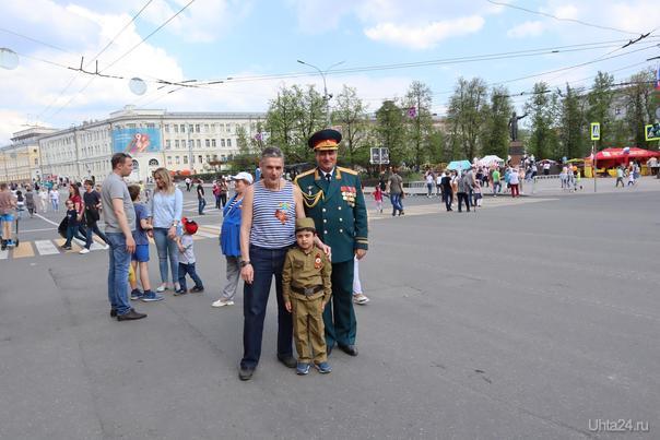 Фото на память. Площадь Минина 09.05.2019  Ухта
