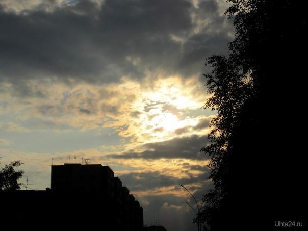 Вечернее солнце среди темных туч.  Ухта