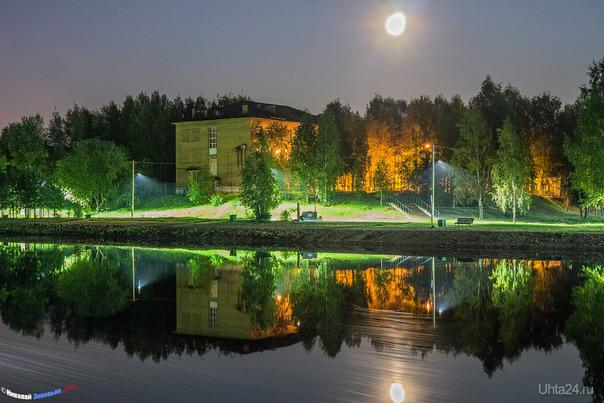 Лунный вечер в парке. Улицы города Ухта