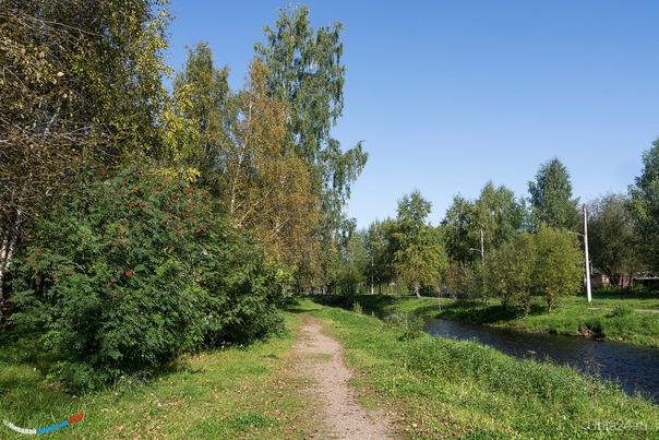 Пока ещё летний парк, подёрнутый лёгким оттенком осени)  Ухта