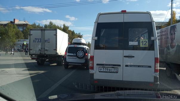 Лада Ларгус Р171ВК11 нарушает разметку на проспекте Ленина. Нарушение ПДД Ухта
