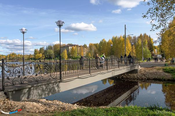 Если бы меня спросили, какое для вас самое красивое место в Ухте, я бы назвал именно это, Взрослый парк КиО, родная школа, дом рядом, как-то душа в парке отдыхает) С новым мостиком место круто преобразилось...  Ухта