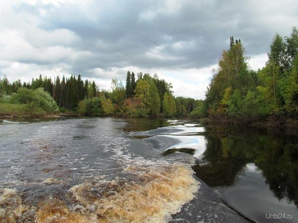 тут три реки, слева ропча справа иоссер после слияния образовали р.весляна Природа Ухты и Коми Ухта