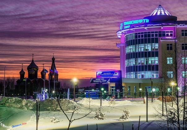Зимний закат на проспекте Зерюнова. Улицы города Ухта
