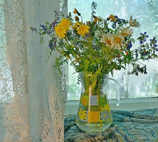 Немножко лета). Букет полевых цветов на старом окне. Разное Ухта