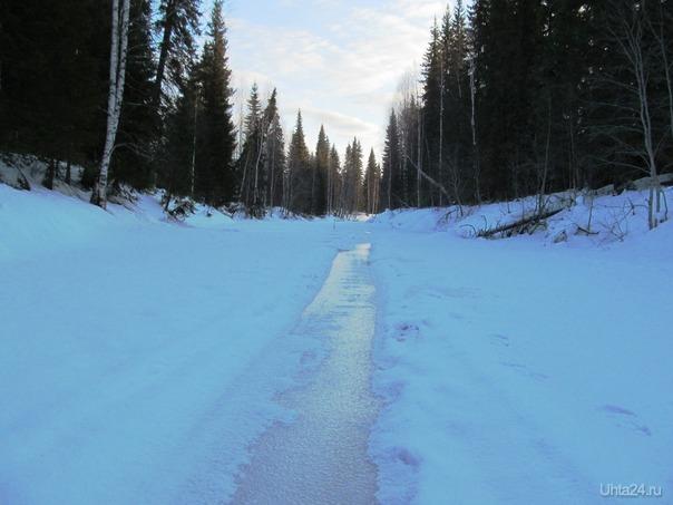 всё было как весной, вверху- летнее бело-голубое небо,ниже-кристально замороженное ледяное всё, тока февраль не разрешал такое Природа Ухты и Коми Ухта