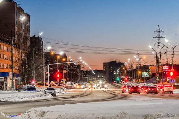 Насколько я помню, эта улица правильно называется Проспект советских космонавтов и это название никто не отменял, как оно сократилось, не известно. Улицы города Ухта