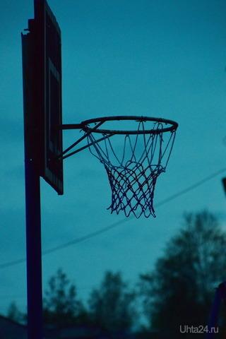 Баскетбольное кольцо во дворе  Ухта