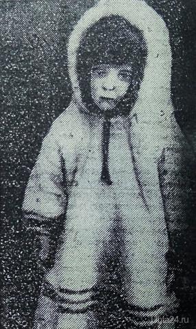 """Эдик Лихачев.Первенец Ухты.  16 октября 1931 года в поселке Чибью появился на свет первый новорожденный. Ухту осваивали и строили молодые. Первенец в молодой семье Агнии Михайловны и Степана Федосеевича Лихачевых стал первым новорожденным в Ухте. Эдик Лихачев (на снимке) родился 16 октября 1931 года. В 1934 году в Ухте открылся первый детский сад. Примерно тогда же и был сделан этот снимок. Агния Михайловна Лихачева приехала с мужем в Чибью в марте 1931 года, через полтора года, как сюда прибыла крупная геологоразведочная экспедиция для промышленного освоения края. В 1936 году семья Лихачевых покинула Ухту.  Источник : газета """"Молодежь Севера"""" от 11 апреля 1980 г. Фото из фондов Национального музея Республики Коми. История Ухта"""