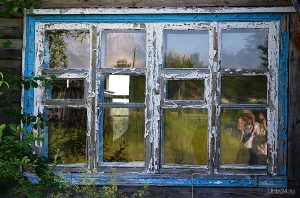 я не знаю кто это правее. это окно там где я жил лет до шести,потом в трёх других местах жил,в четвёртом не жил,а вот в пятом нашёл наконец то дом родной Разное Ухта