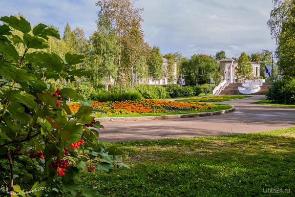 Календарное лето, а в парке уже осенняя атмосфера) Улицы города Ухта