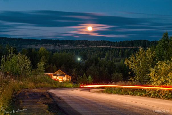 Спуск к Подгорному сегодня вечером, шикарная Луна. Улицы города Ухта