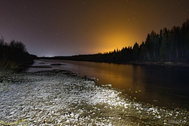 Пляж на реке Ухта напротив 5-й Лесной, просто шикарный световой эффект от Тепличного комплекса
