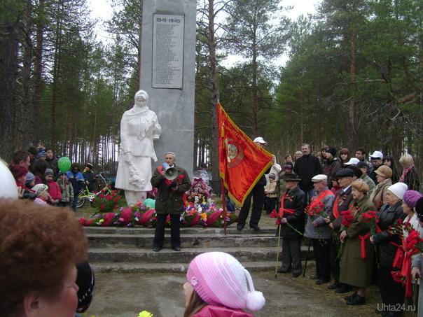 Митинг у памятника погибшим в п.Водный.  Ухта
