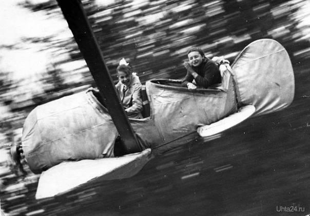 """""""Самолеты"""" - это был самый лучший аттракцион в Детском парке. Год и автор неизвестен.  Ухта"""